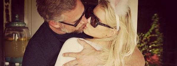 Jessica Simpson egyfolytában férjével szelfizik