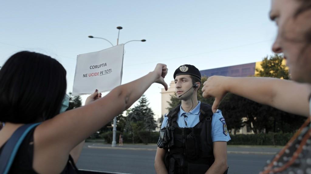 Őrizetbe vettek egy embert egy román csendőr pisztolyának ellopása miatt