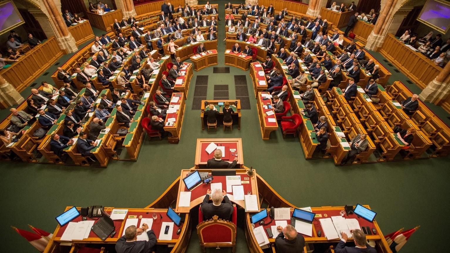 Az Országgyűlés plenáris ülése 2018. július 20-án – a patkóban, középen Kövér László házelnök, Semjén Zsolt miniszterelnök-helyettes és Orbán Viktor miniszterelnök (Fotó: MTI/Balogh Zoltán)