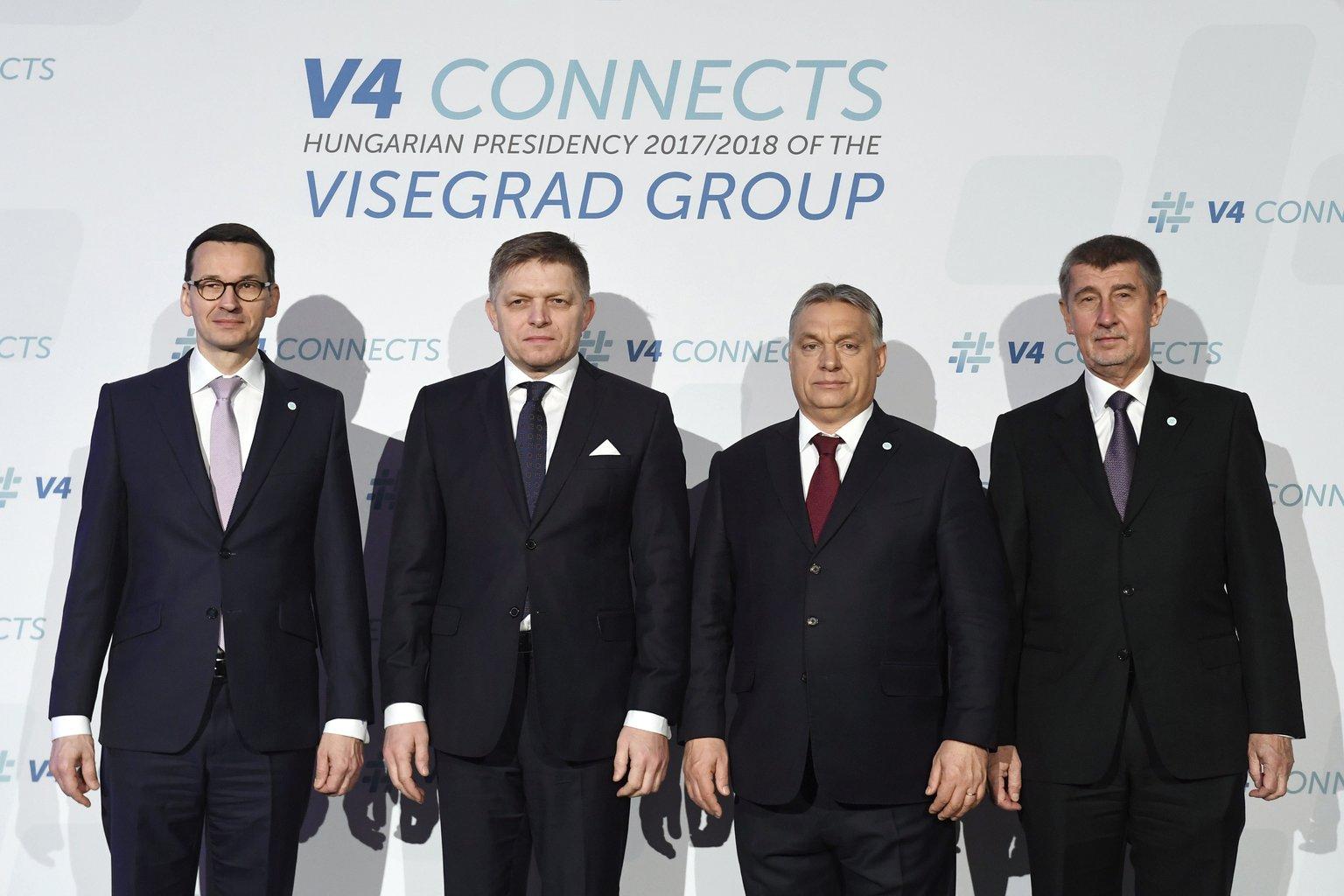 Mateusz Morawiecki lengyel, Robert Fico szlovák és Orbán Viktor magyar kormányfő, valamint Andrej Babis cseh ügyvivő miniszterelnök a visegrádi országok kormányfőinek találkozóján Budapesten (Fotó: MTI/Koszticsák Szilárd)