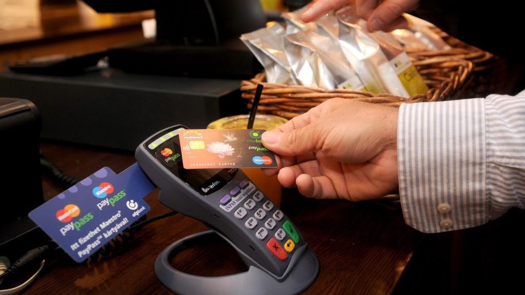Rekordszámban vásároltak a magyarok kártyákkal