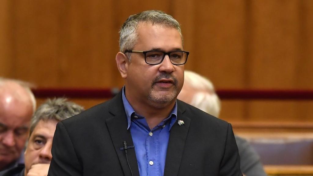 DK: A rendkívüli ülésről távolmaradó kormánypárti képviselők elárulták választóikat