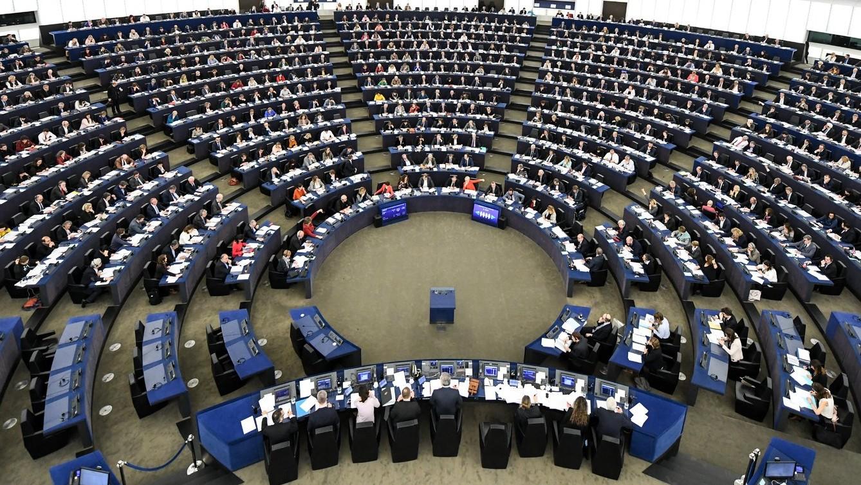 Az Európai Uniónak és az Egyesült Királyságnak a szigetország uniós kiválását követő kapcsolatáról ülésezik az Európai Parlament (EP) Strasbourgban 2018. március 14-én (Fotó: MTI/EPA/Patrick Seeger)