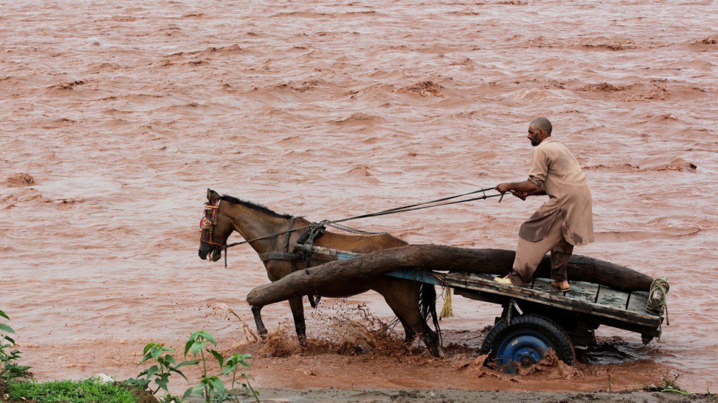 Százezrek váltak földönfutóvá Keralában az árvíz miatt