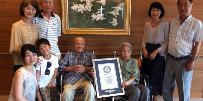 Ünnepséggel köszöntötték a világ leghosszabb életű házaspárját