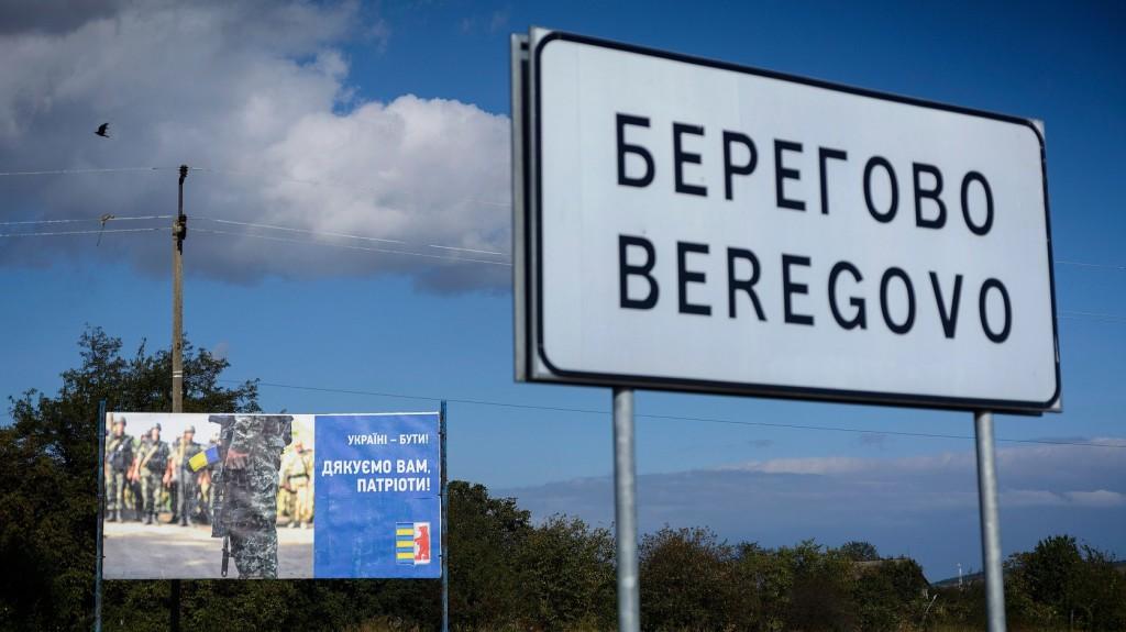 Ukrán nacionalisták tüntettek Magyarország beregszászi konzulátusánál