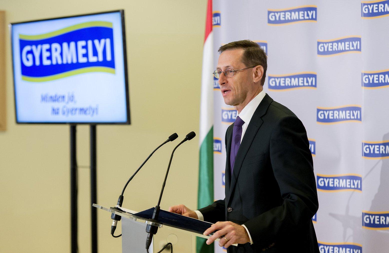 Varga Mihály pénzügyminiszter beszédet mond a Gyermelyi Zrt. új tésztagyárának avatóünnepségén(Fotó: MTI/Krizsán Csaba)