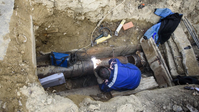 Meghibásodott távhővezeték javításán dolgoznak – képünk illusztráció (Fotó: MTI/Komka Péter)