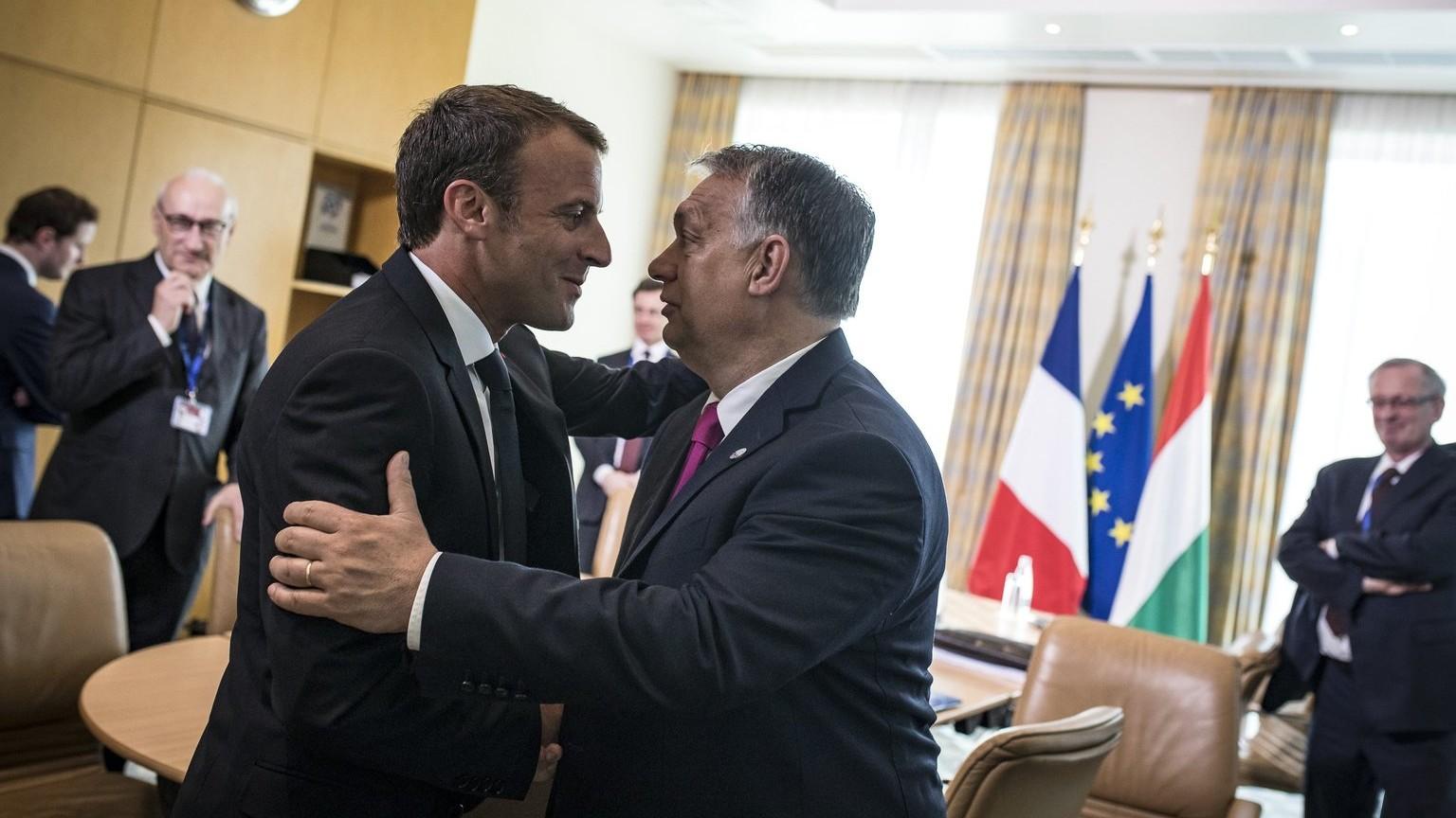 A Miniszterelnöki Sajtóiroda által közreadott képen Orbán Viktor miniszterelnök (j) és Emmanuel Macron francia elnök találkozója az EU és a nyugat-balkáni országok csúcstalálkozója előtt Szófiában 2018. május 17-én. MTI Fotó: Miniszterelnöki Sajtóiroda / Szecsődi Balázs