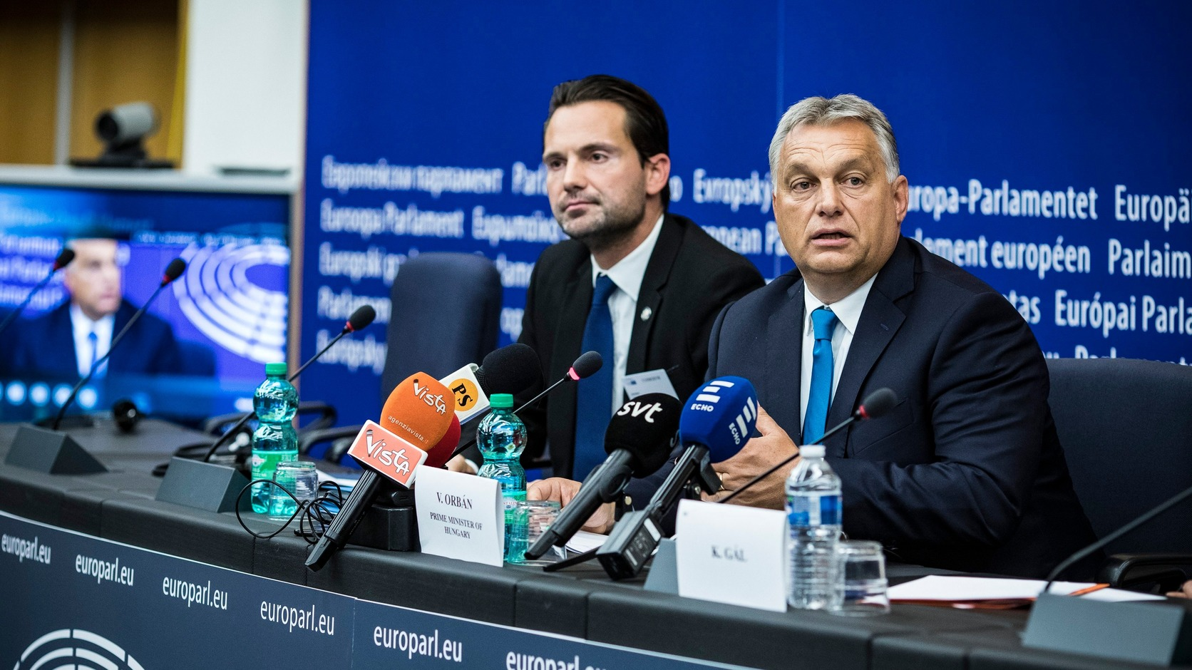 Strasbourg, 2018. szeptember 11. Orbán Viktor miniszterelnök (j) sajtótájékoztatót tart az Európai Parlament vitája után Strasbourgban 2018. szeptember 11-én. Balra Havasi Bertalan, a Miniszterelnöki Sajtóirodát vezető helyettes államtitkár. MTI Fotó: Miniszterelnöki Sajtóiroda / Szecsődi Balázs