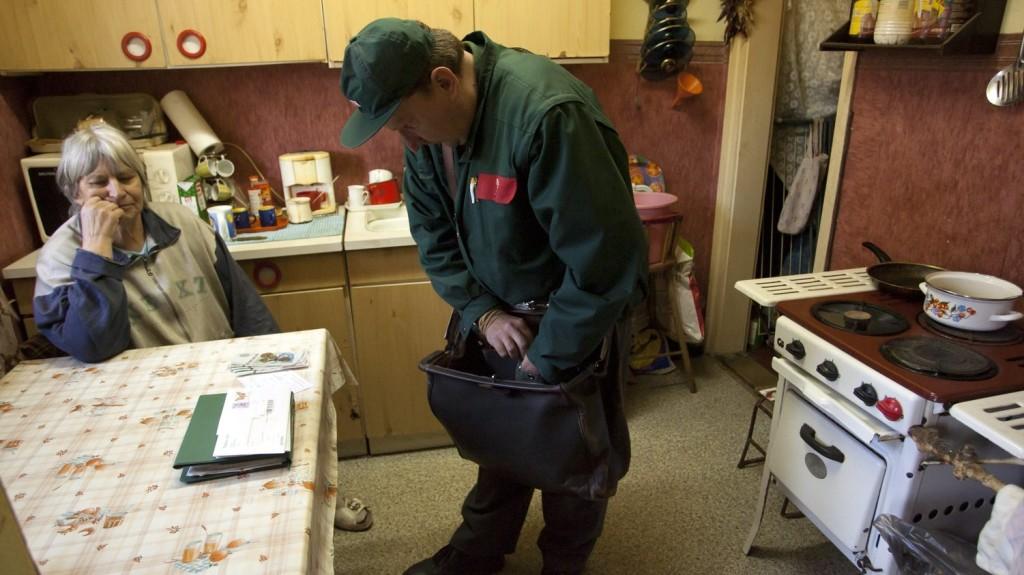 Megkezdték a nyugdíjprémiumok postai kézbesítését
