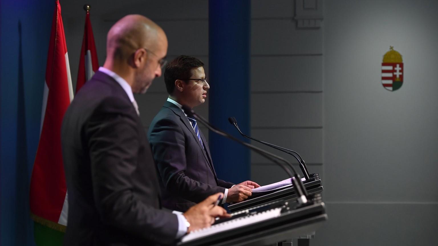 Gulyás Gergely Miniszterelnökséget vezető miniszter sajtótájékoztatót tart a Miniszterelnöki Kabinetiroda sajtótermében 2018. szeptember 13-án – mellette Kovács Zoltán, kormányszóvivő (Fotó: MTI/Illyés Tibor)
