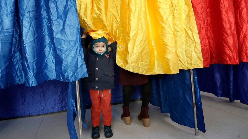 Két napig voksolhatnak a romániai választók a családról