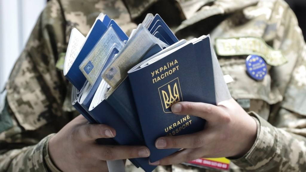 Ukrán határőr készítette a konzulátusi állampolgári eskü felvételét