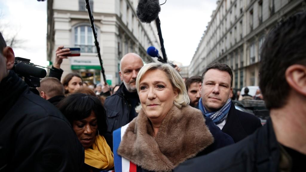 Pénzéhez juthat Le Pen pártja