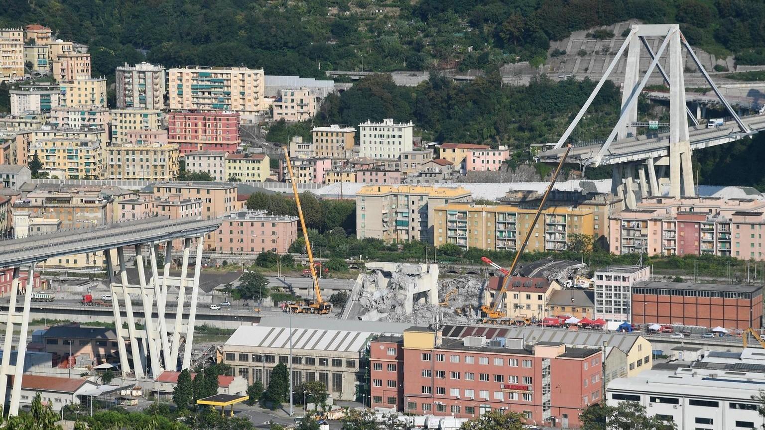 Az A10-es autópálya leszakadt Morandi hídja Genovában 2018. augusztus 19-én (Fotó: MTI/EPA/Luca Zennaro)