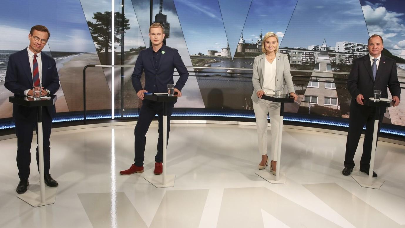 Ulf Kristersson, a Mérsékelt Párt vezetője, Gustav Fridolin, a Zöld Párt szóvívője, Ebba Busch Thor, a Kereszténydemokrata Párt vezetője és Stefan Löfven svéd miniszterelnök, a Szociáldemokrata Párt vezetője (b-j) egy stockholmi televíziós vitán 2018. szeptember 3-án (Fotó: MTI/EPA/TT/Soren Andersson)