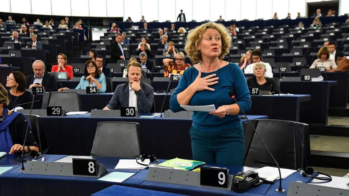 Judith Sargentini holland zöldpárti képviselő, a nevét viselő Sargentini-jelentés vitáján az Európai Parlament plenáris ülésén, Strasbourgban 2018. szeptember 11-én (Fotó: MTI/EPA/Patrick Seeger)