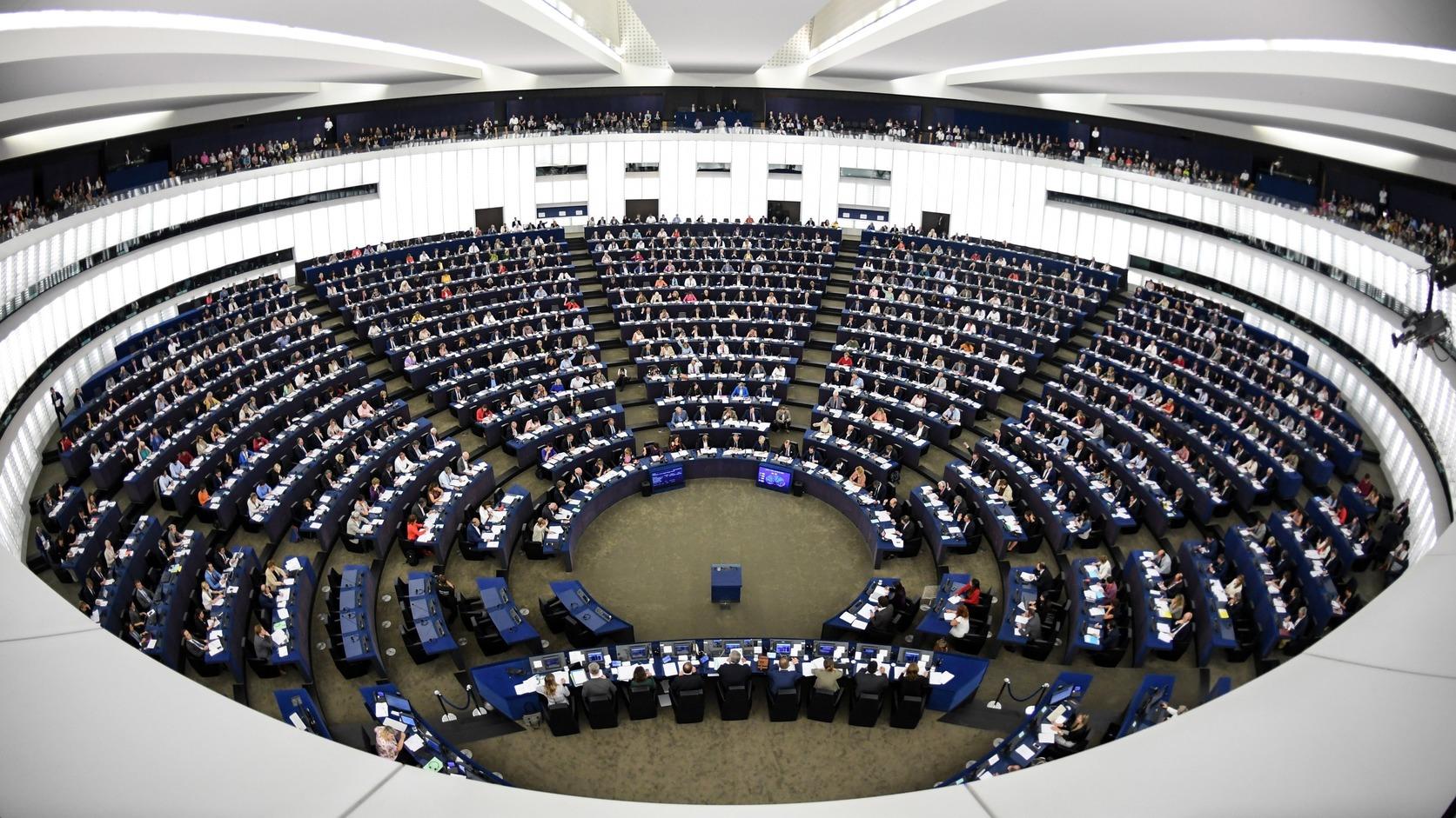 Strasbourg, 2018. szeptember 12. Az Európai Parlament képviselői szavaznak a Sargentini-jelentésről a parlament plenáris ülésén, Strasbourgban 2018. szeptember 12-én. A képviselők a magyar jogállamisági helyzetről szóló különjelentést 448 igen szavazattal, 197 ellenében, 48 tartózkodás mellett fogadták el. (MTI/EPA/Patrick Seeger)