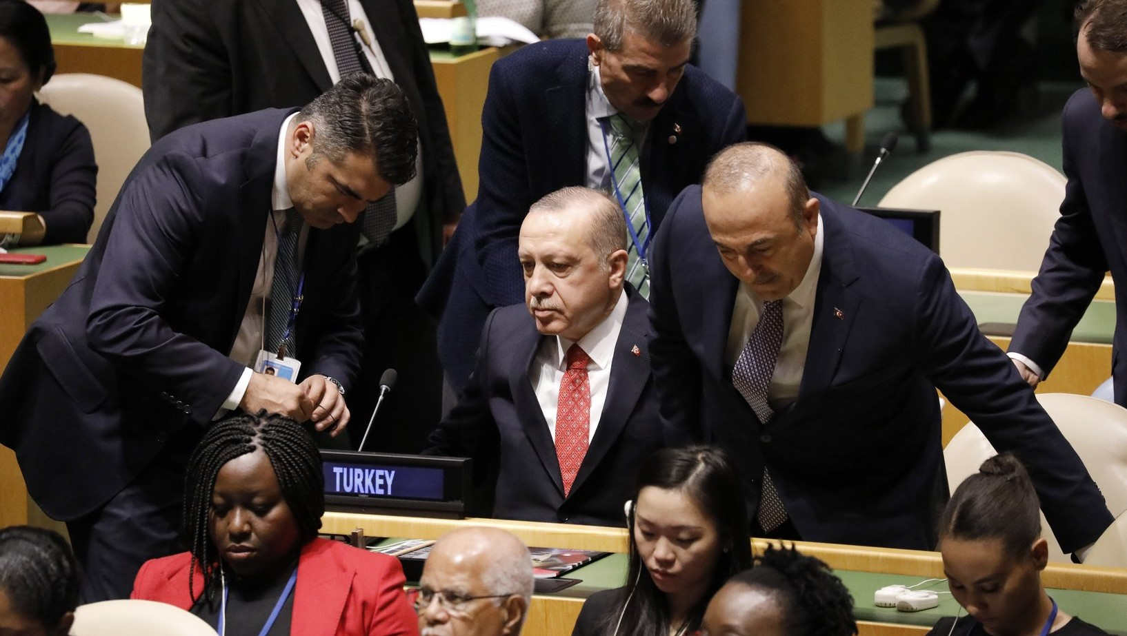 Recep Tayyip Erdogan török elnök és Mevlüt Cavusoglu török külügyminiszter az ENSZ-közgyűlés 73. ülésszakán a világszervezet New York-i székházában 2018. szeptember 25-én (Fotó: MTI/EPA/Peter Foley)