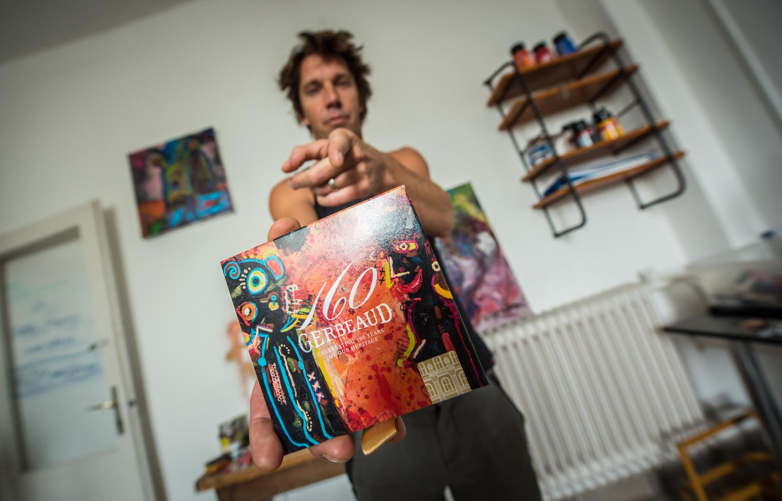 Kiss Tibi zenész, a Quimby frontembere a Gerbeaud számár tervezett művészi csomagolást