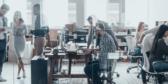 Fiatal vállalkozóknak segít a NAV