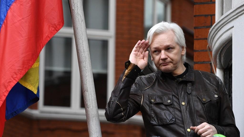 Ecuador nem kíván közvetíteni Assange és London között