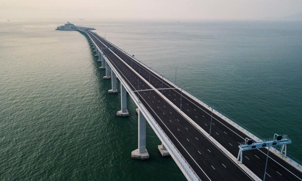 Felavatták a világ leghosszabb tengeri hídját