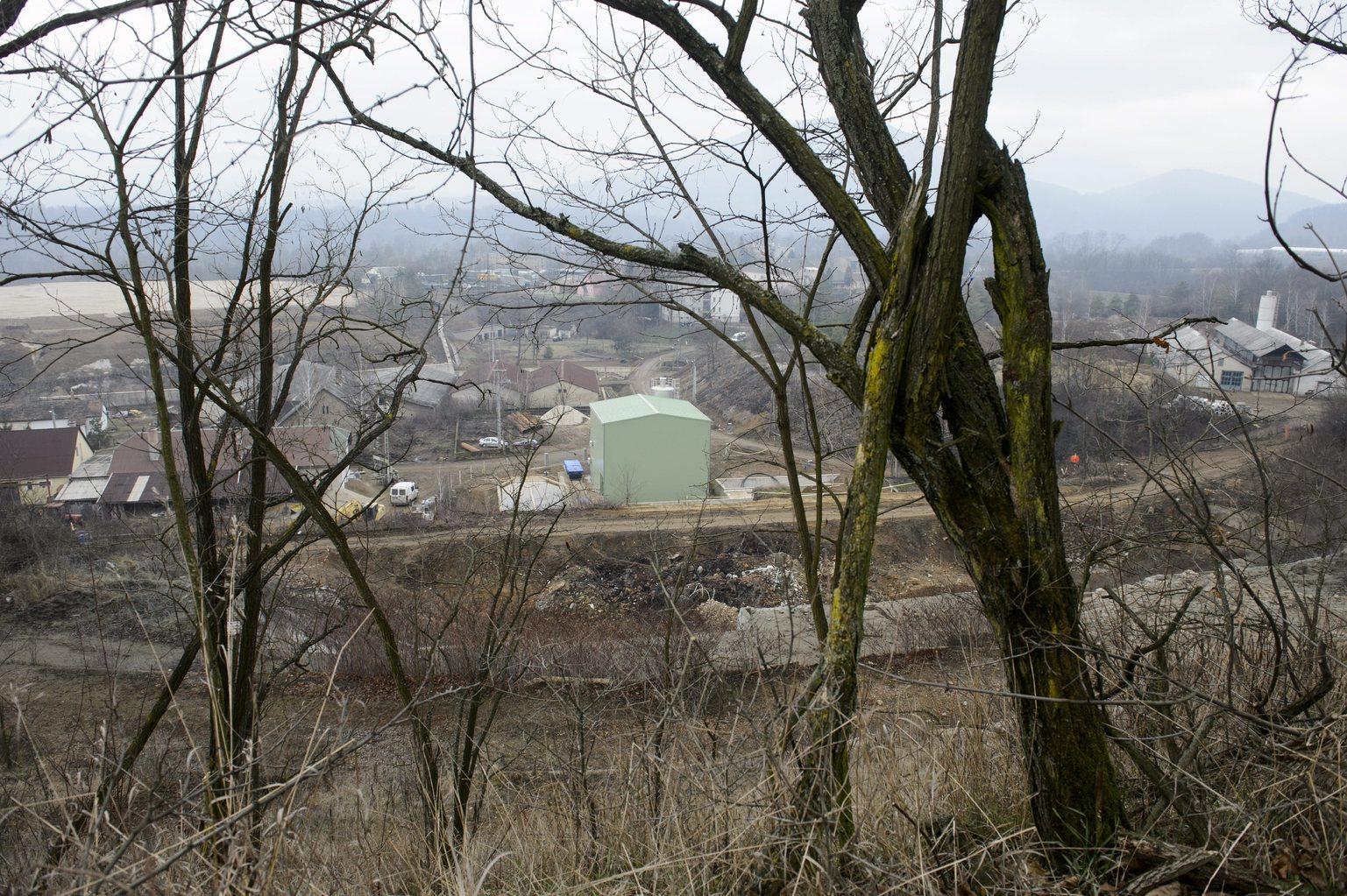 Recsk, 2014. január 17. Rekultivációs munkaterület a vízkezelővel a Recsk I. bányatelken 2014. január 17-én. Felmérik a recski bányatelkek újrahasznosításának lehetőségét és júliusig elkészül az erről szóló kormányelőterjesztés is. A recski ércbányát, ahol az 1970-es években 1300 ember dolgozott, 2000-ben zárták be. MTI Fotó: Komka Péter