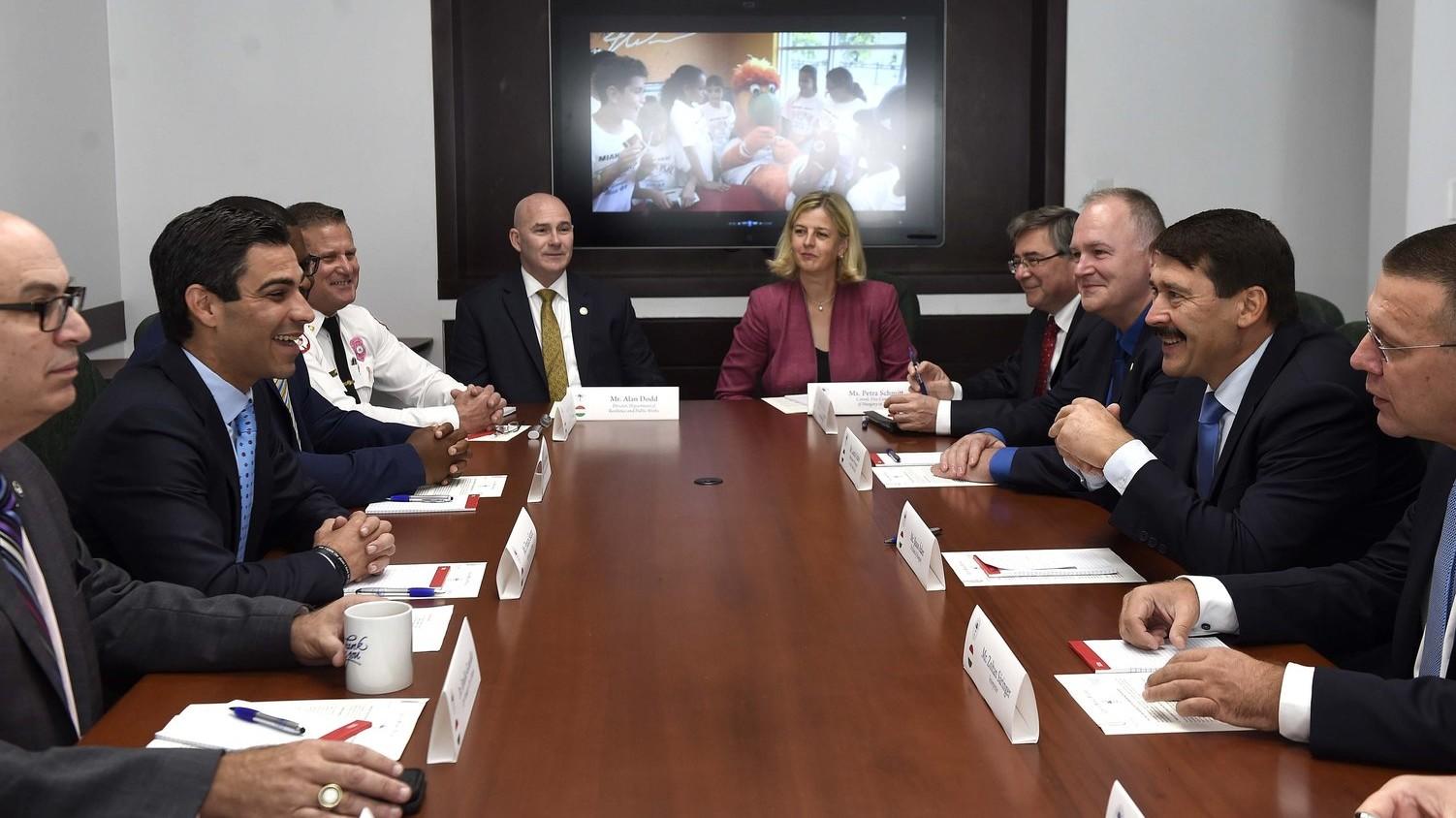 Áder János köztársasági elnök tárgyal Francis X. Suarezzel, Miami polgármesterével Miamiban 2018. október 26-án (Fotó: MTI/Bruzák Noémi)