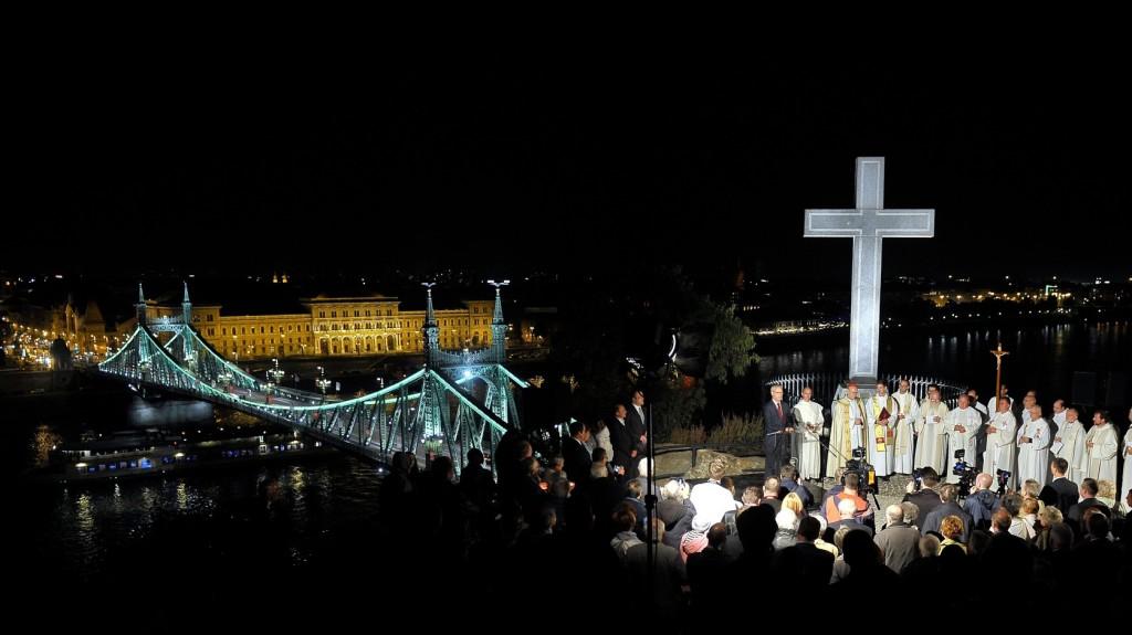 Magyarország példamutatóan védi a kereszténységet