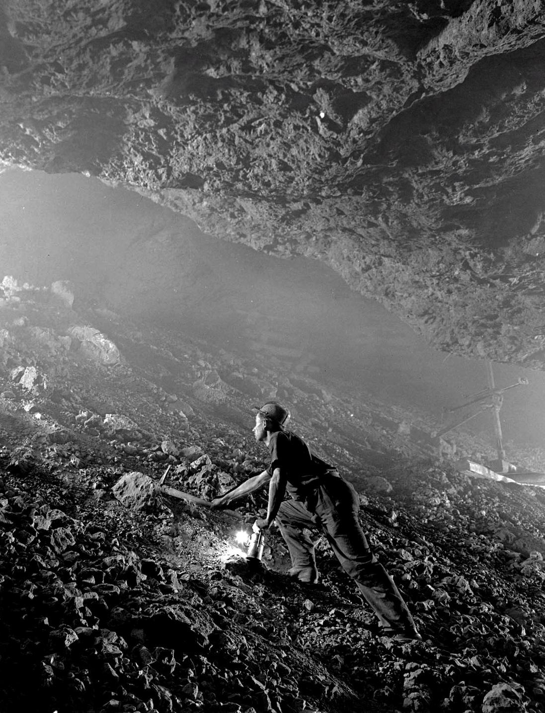 Recsk, 1953. április 29.  Folyik a munka a recski ércbányában.  Magyar Fotó: Járai Rudolf