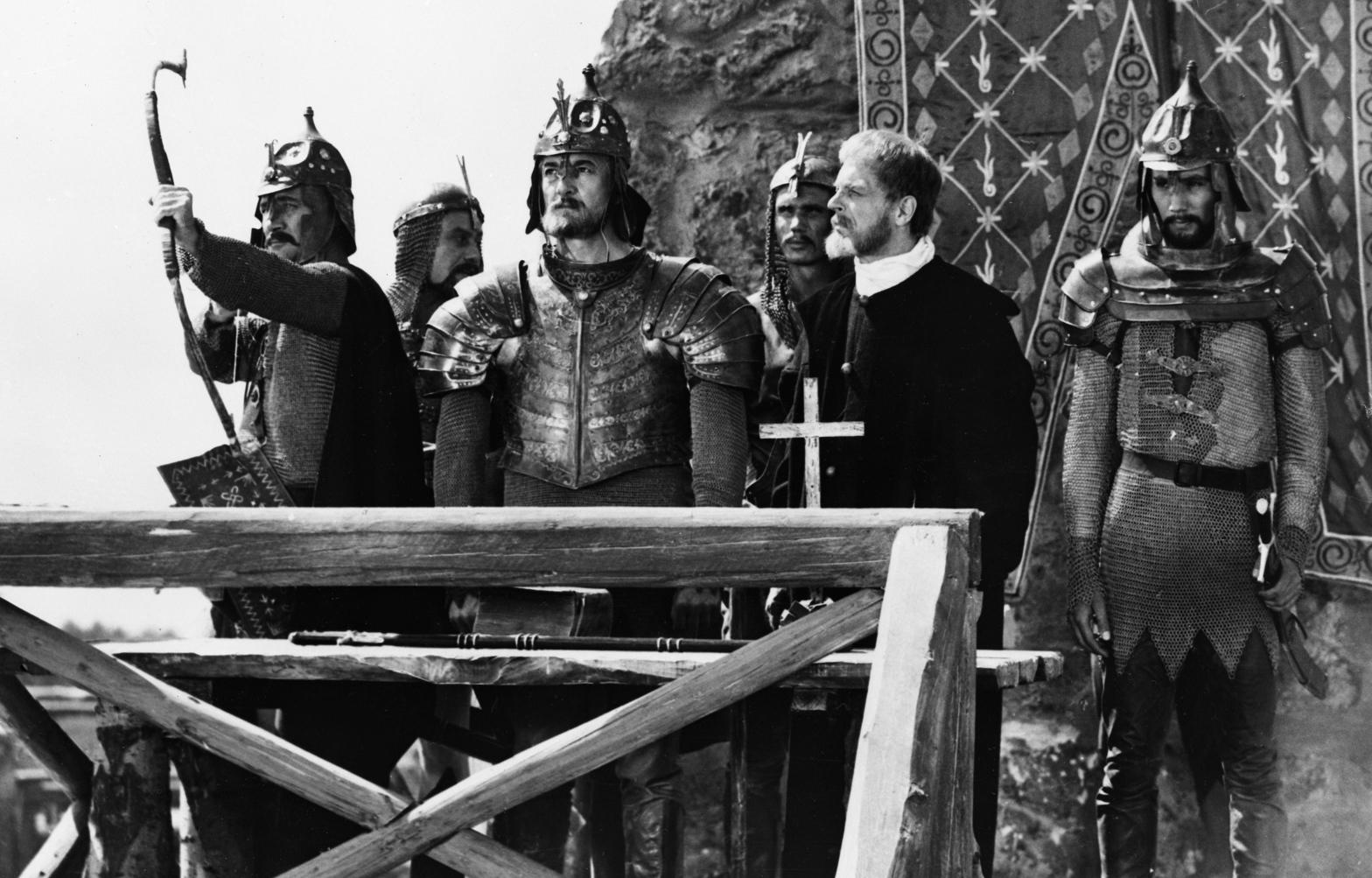 Sinkovits Imre (b3, Dobó István) az Egri csillagok című film egyik jelenetében, mögötte Koncz Gábor (j3, János), és Kovács István (j, Bornemissza Gergely). A felvétel készítésének pontos dátuma ismeretlen, a filmet 1968. december 19-én mutatták be Várkonyi Zoltán rendezésében. MTI Fotó/MOKÉP