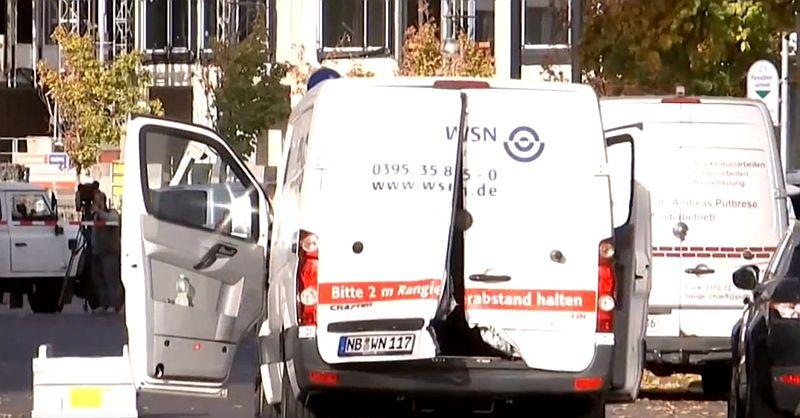 Maszkos fegyveresek csaptak le Berlinben