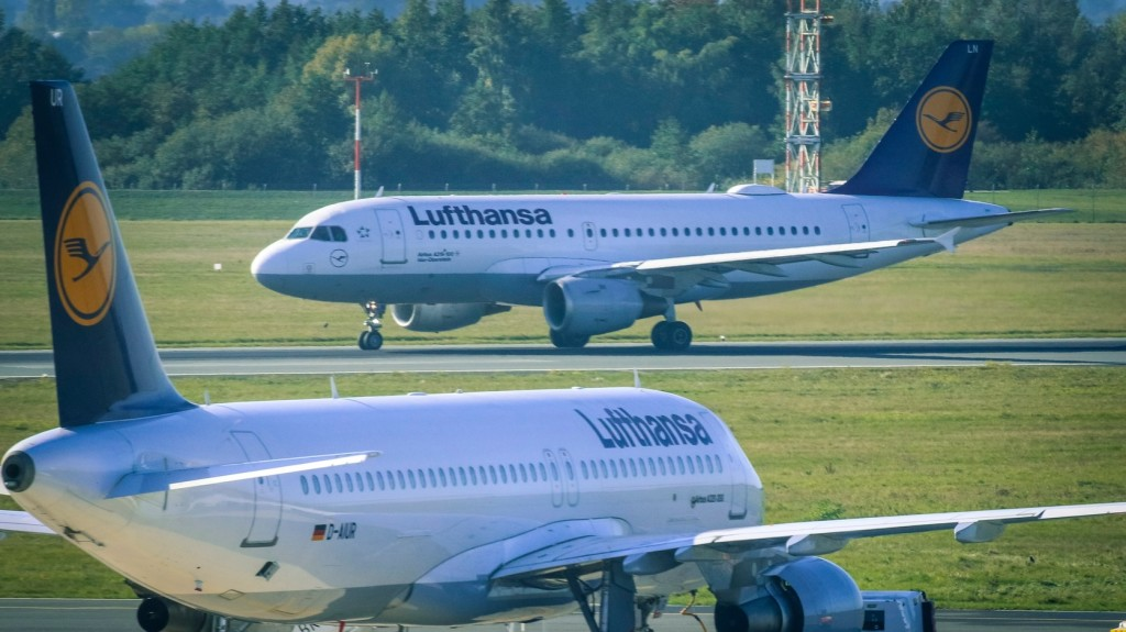 Furcsa szag miatt fordult vissza Frankfurtba egy utasszállító