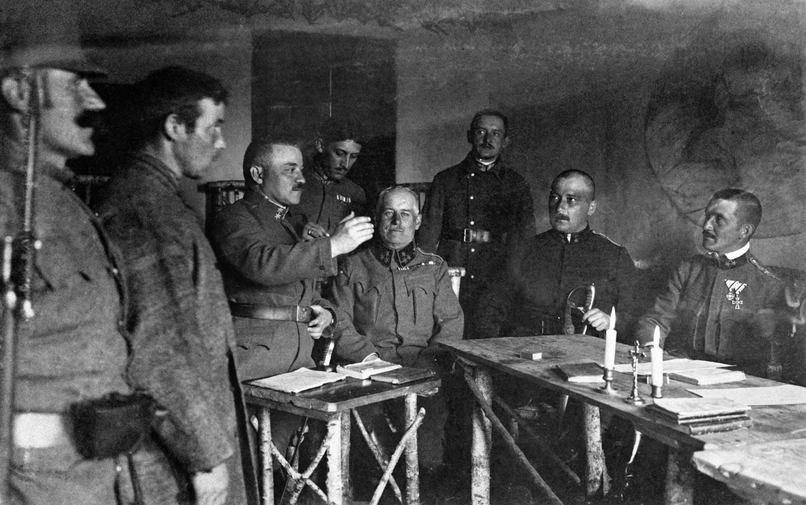 Piotrkow, 1915. június  Haditörvényszék az első világháború idején Piotrkow oroszországi (ma lengyel) községben, ahol minden bizonnyal a magyar haderők 41. hadosztálya harcolt. MTI Fotó: Bóra Gyula