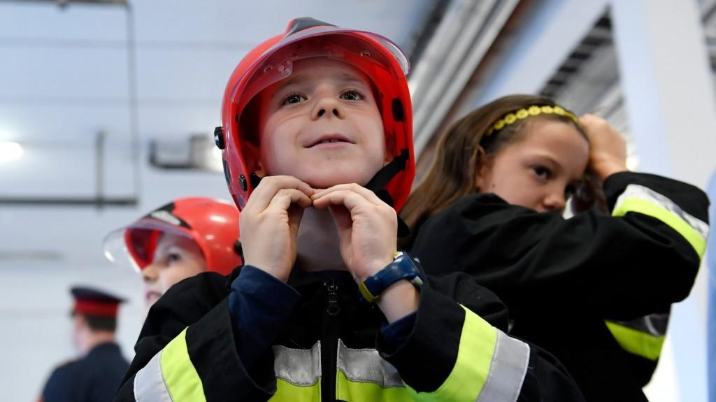 Idén is megnyílnak a tűzoltóságok a gyereknap alkalmából