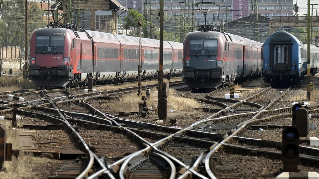 Hat évet késtek egy év alatt a vonatok Romániában
