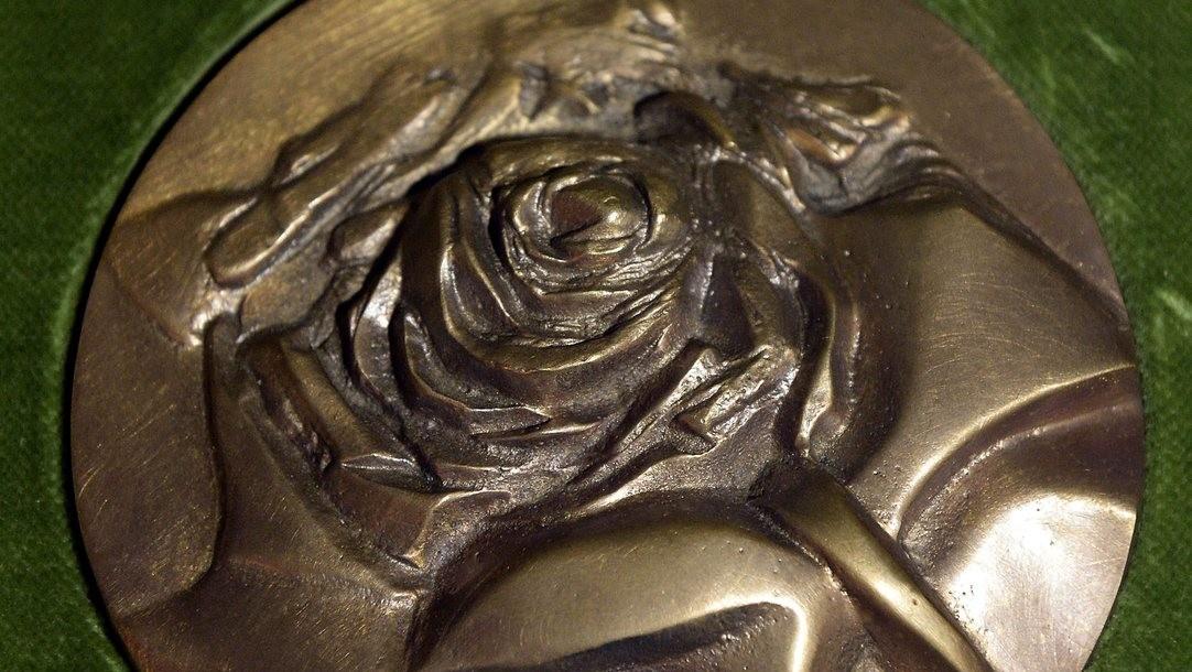 A Szent Erzsébet rózsája díj (Fotó: MTI/Soós Lajos)