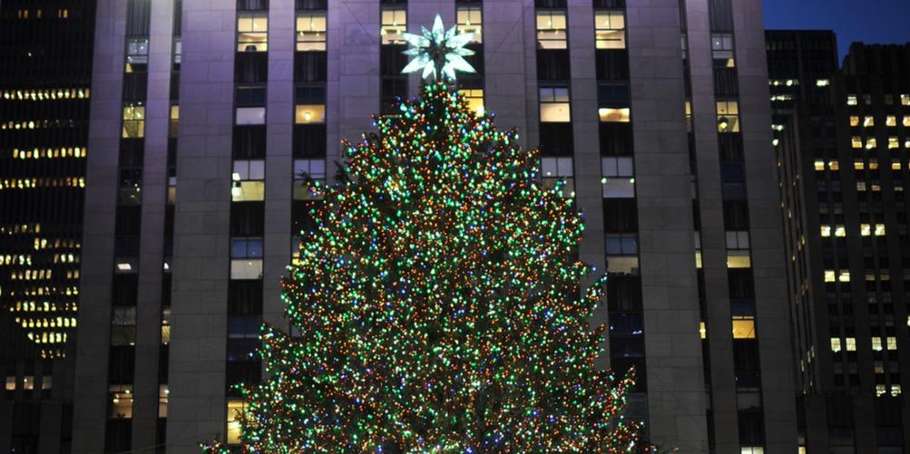 Új csillaggal a tetején, már áll a Rockefeller Center karácsonyfája