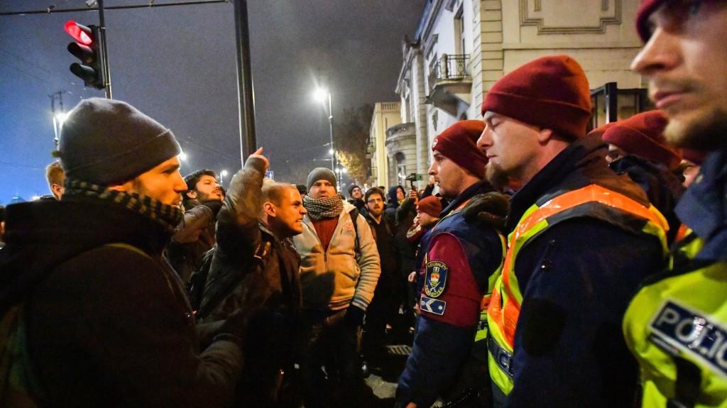 Belügyminisztérium: A rendőrök minden törvényes eszközzel óvják a közrendet