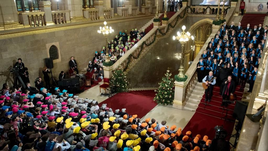 Megkezdődött a gyermekek karácsonya az Országházban