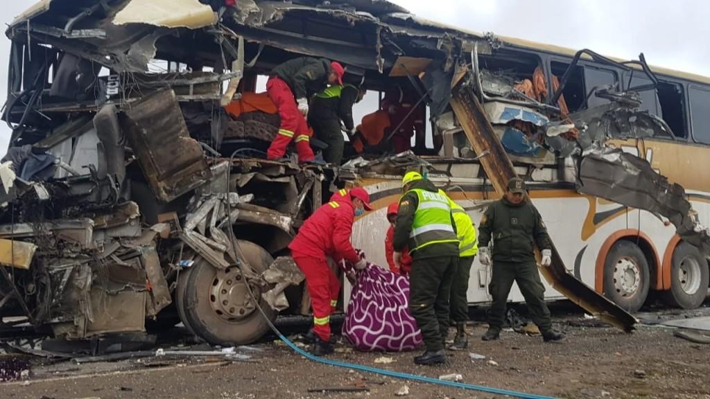 Többen meghaltak egy buszbalesetben Bolíviában
