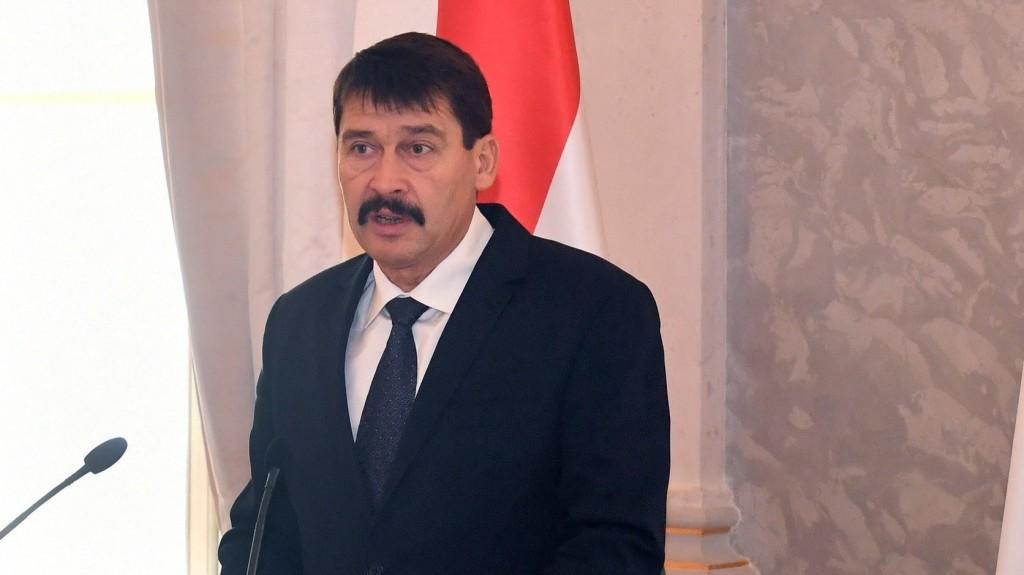 Áder János gratulált Volodimir Zelenszkijnek
