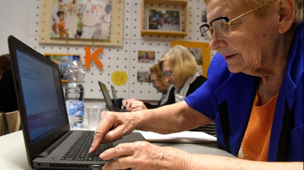 Az idősebb korosztály a legaktívabb az álhírek megosztásában