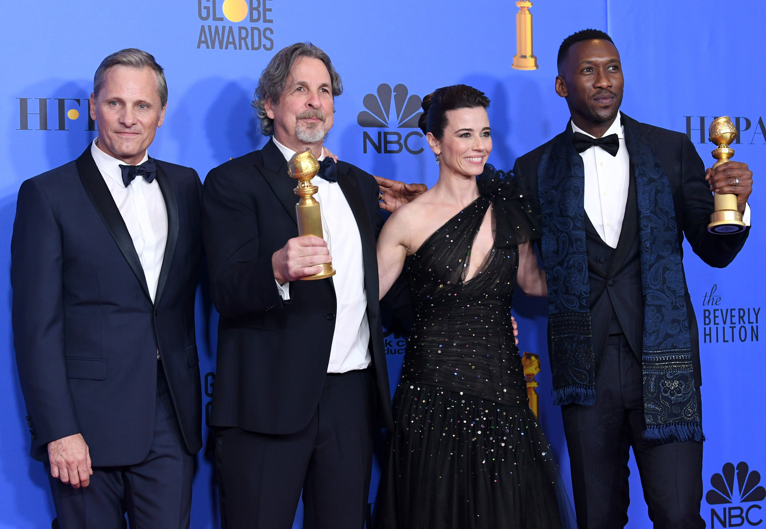 Viggo Mortensen, Peter Farrelly, Linda Cardellini, és Mahershala Ali a Golden Globe-díjátadón (Fotó: Getty Images/Kevin Winter)