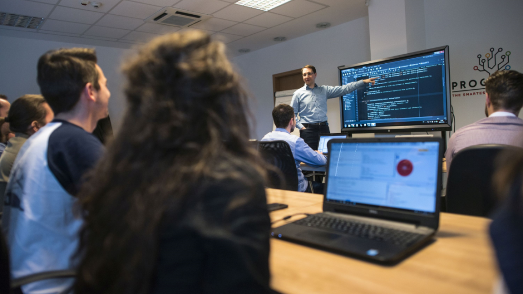 Mintegy tizenháromezer diák választott informatikai képzést