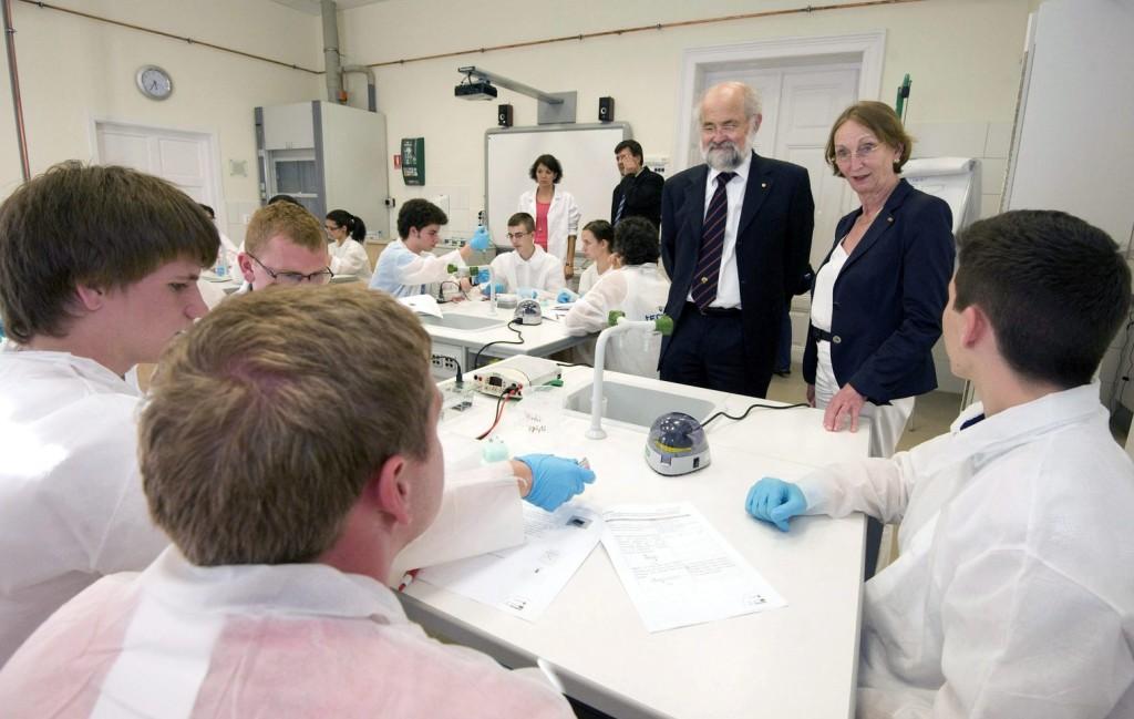 Ismét Nobel-díjas kutató érkezik a fiatal szegedi tudósokhoz