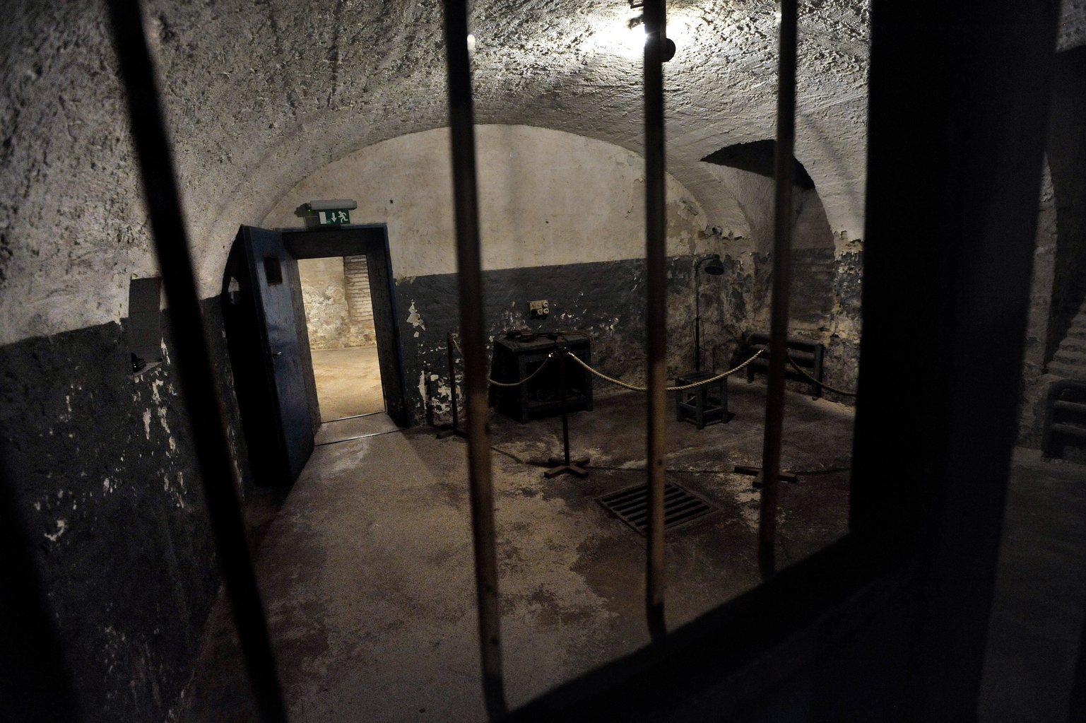 Egy berendezett kínzókamra az Andrássy út 60. szám alatt található Terror Háza Múzeum pincéjében (Fotó: MTI/Máthé Zoltán)