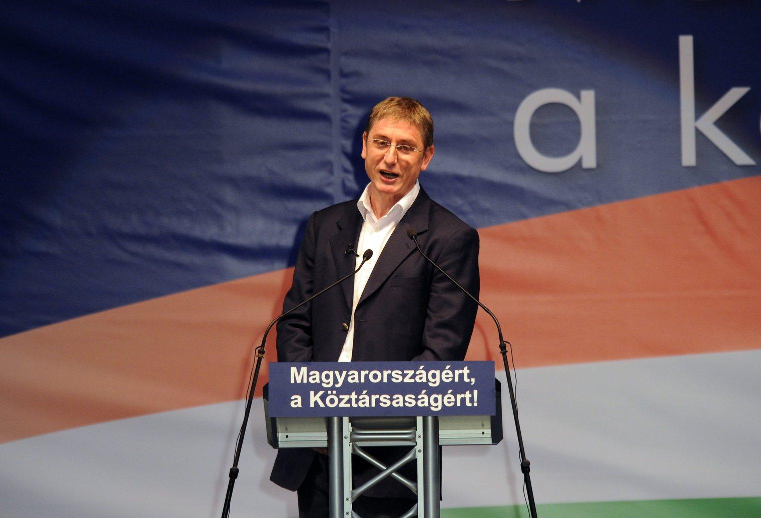 Gyurcsány Ferenc volt szocialista miniszterelnök értékelő beszédét tartja a budapesti körcsarnokban 2010. március 19-én (Fotó: MTI/Illyés Tibor)